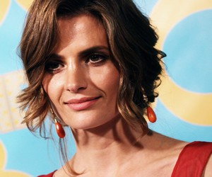 golden globes and stana katic image