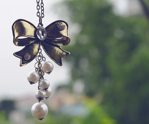 accessories and pearls image