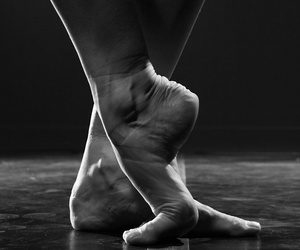 ballerina, pointe, and enpointe image