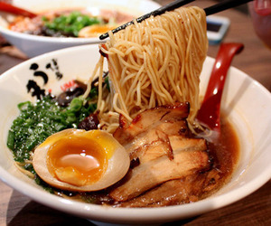 asian, ramen, and yum image