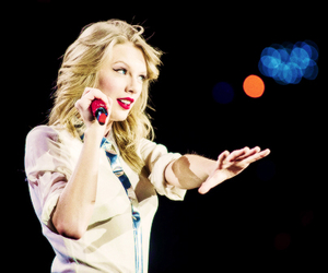 Taylor Swift and the red tour image