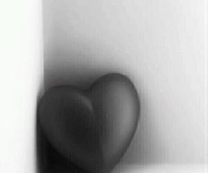black, white, and hjärta image