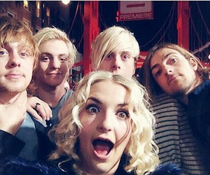 selfie and r5 image