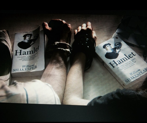 dark, grunge, and Hamlet image
