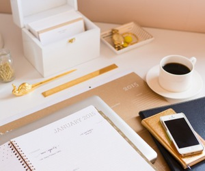 desk and planner image