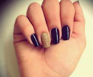 nails and vernis image