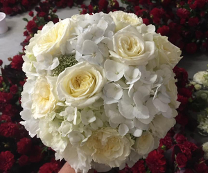wedding bouquet and wedding flowers image