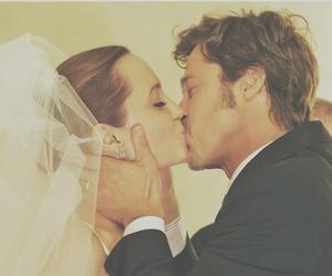 Angelina Jolie, wedding, and brad pitt image