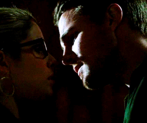 arrow, Felicity, and first kiss image