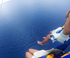 couple, ocean, and parasailing image