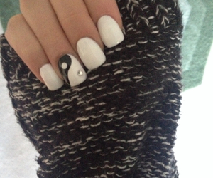 acrylic, ying yang, and fake nail image