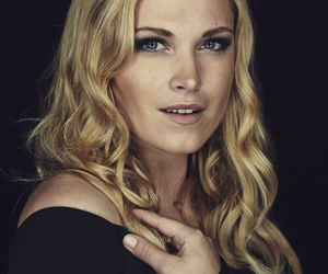 eliza taylor, clarke griffin, and the 100 image
