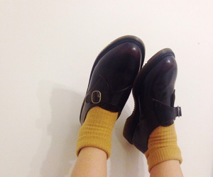 shoes, clothes, and 黄色 image