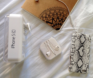 aesthetic, earphone, and hipster image