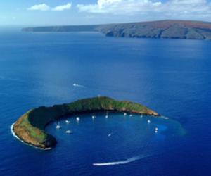 hawaii and molokini image