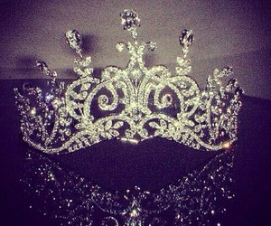 crown, girly, and luxurious image