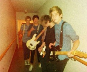 little and 5sos image