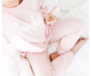 girl, pink, and cozy image