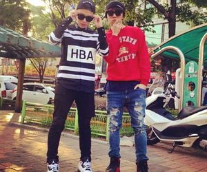 simon d and aomg image