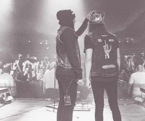 pierce the veil, vic fuentes, and kellin quinn image