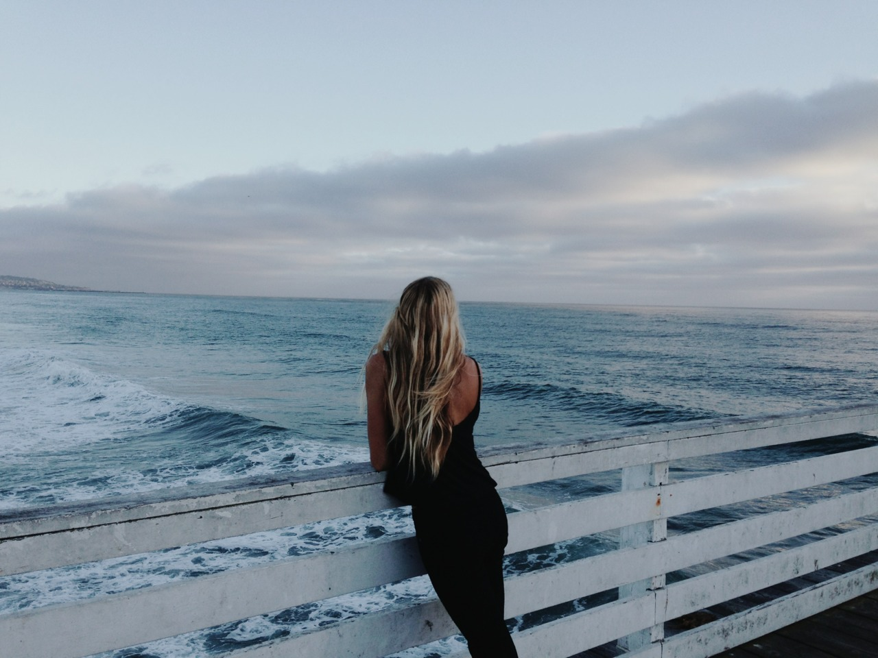 Фото блондинок на пляже со спины 12