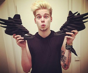 taddl, boy, and shoes image