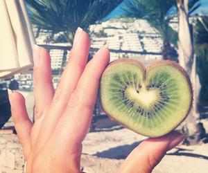 kiwi, heart, and fruit image