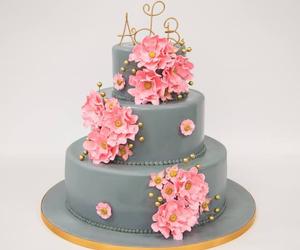 wedding cake, cake boss, and carlo's backery image