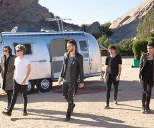 harrystyles, stealmygirl, and louistomlinson image