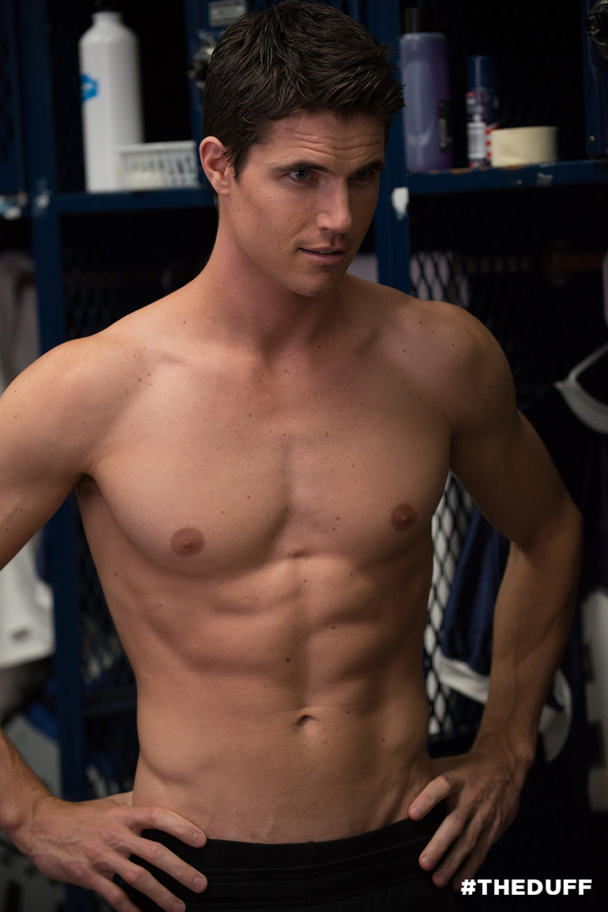 Robbie Amell stars in The DUFF...