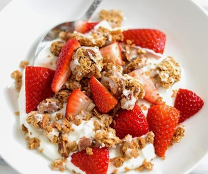 food, strawberry, and healthy image
