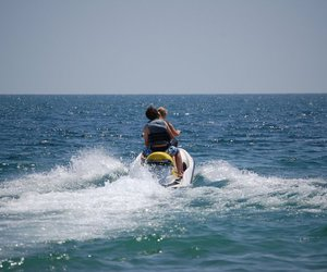 sea and water skiing image