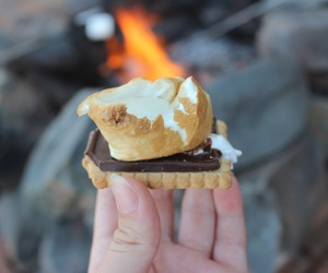 chocolate, food, and graham crackers image