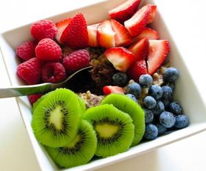 food, FRUiTS, and kiwi image