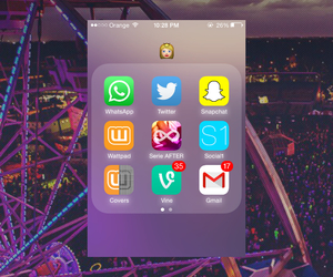 twitter, iphone4, and apps image