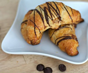 almond, chocolate, and crescent image