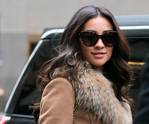 shay mitchell, fashion, and pretty little liars image