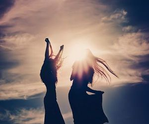 girl, sun, and friends image