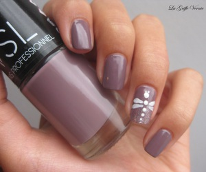 nail art, paillettes, and taupe image