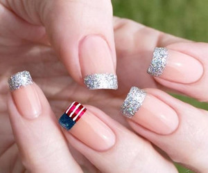 nails and usa image