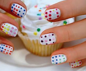 nails and cupcake image