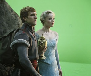 frozen, scott michael foster, and erase una vez image