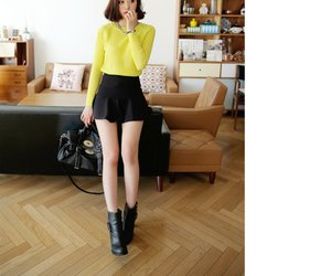 fashion, cropped sweater, and girl image