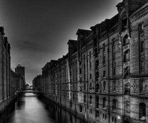 city and black and white image