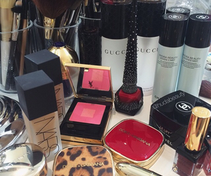 make up, gucci, and chanel image