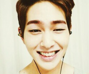 Onew, SHINee, and selca image