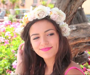 bethany mota and youtuber image