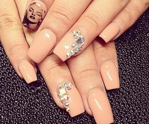 Marilyn Monroe and nail art image