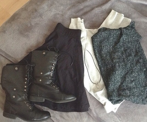black, grunge, and outfits image