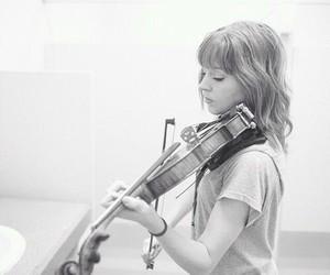 lindsey stirling and violin image